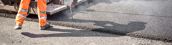 Ajoutez une couche d'asphalte à celle existante.