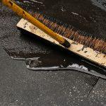Scellant pour asphalte : réparation & protection d'asphalte (types & prix)